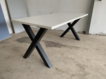 Tisch mit 2 X Untergestellen